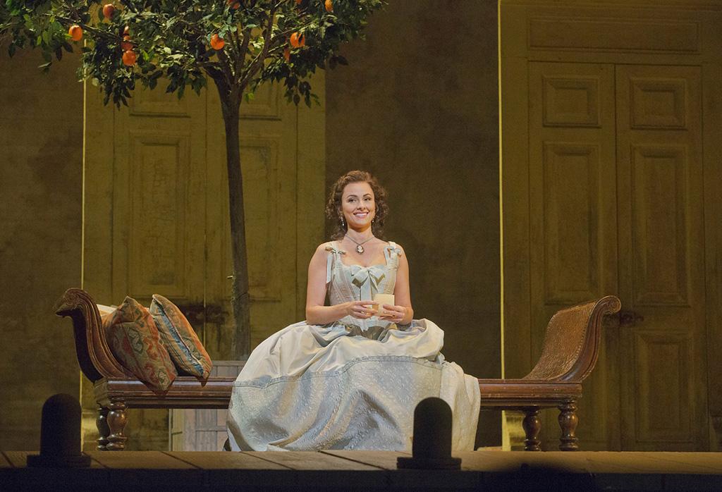 Isabel Leonard | Rosina in Il barbiere di Siviglia at the Met